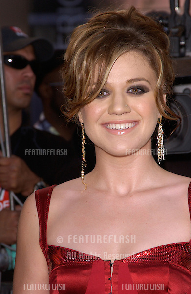 20041114: Los Angeles, CA: Singer KELLY CLARKSON at the 32nd Annual American Music Awards at the Shrine Auditorium, Los Angeles, CA..