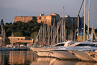 France/06/Alpes Maritimes/ Antibes : Port Vauban et le Fort Carré
