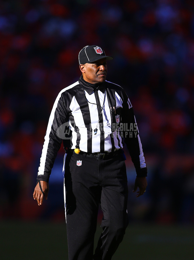 Jan 17, 2016; Denver, CO, USA; NFL head linesman Wayne Mackie during the Pittsburgh Steelers game against the Denver Broncos during the AFC Divisional round playoff game at Sports Authority Field at Mile High. Mandatory Credit: Mark J. Rebilas-USA TODAY Sports