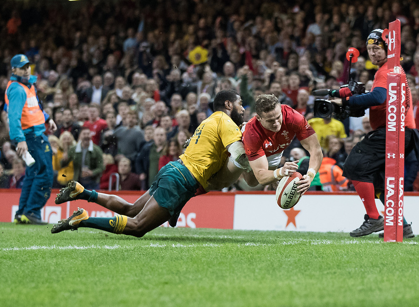 Wales' Hallam Amos scores his sides second try<br /> <br /> Photographer Simon King/CameraSport<br /> <br /> International Rugby Union - 2017 Under Armour Series Autumn Internationals - Wales v Australia - Saturday 11th November 2017 - Principality Stadium - Cardiff<br /> <br /> World Copyright &copy; 2017 CameraSport. All rights reserved. 43 Linden Ave. Countesthorpe. Leicester. England. LE8 5PG - Tel: +44 (0) 116 277 4147 - admin@camerasport.com - www.camerasport.com