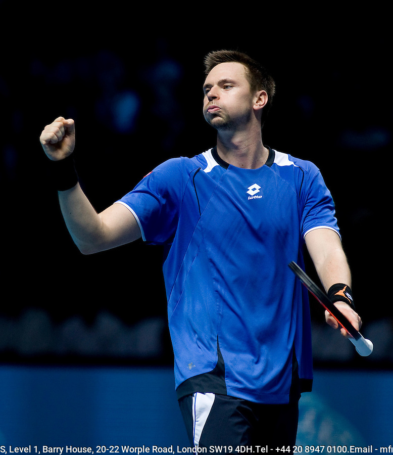 Robin Soderling (SWE) against Novak Djokovic (SRB) in the Group B Singles of the Barclays ATP World Tour Finals. Soderling beat Djokovic 7-6 6-1...International Tennis - Barclays ATP World Tour Finals - O2 Arena - London - Day 4 - Weds  25th Nov 2009..© Frey - AMN IMAGES, Level 1 Barry House, 20-22 Worple Road, London, SW19 4DH - +44 20 8947 0100