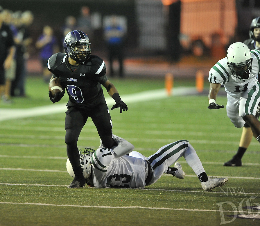 NWA Democrat-Gazette/MICHAEL WOODS &bull; @NWAMICHAELW<br /> Fayetteville High School vs the Muskogee roughers Friday September 18, 2015 in Fayetteville.