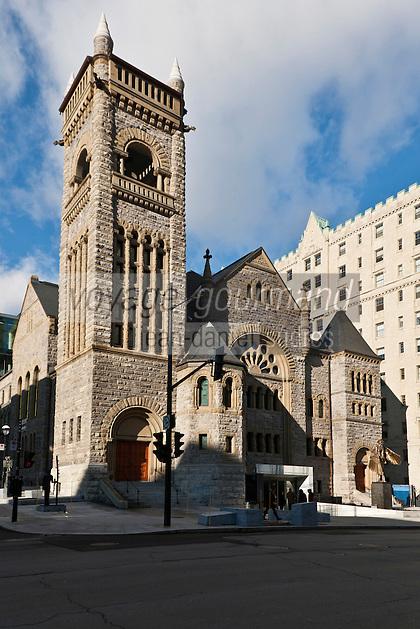 Amérique/Amérique du Nord/Canada/Québec/Montréal: rue Sherbrooke ouest - Musée des beaux-arts de Montréal:  l' église Erskine and American. a étée transformée en pavillon d'art canadien,  en fond Le Château   immeuble résidentiel de prestige, rue Sherbrooke
