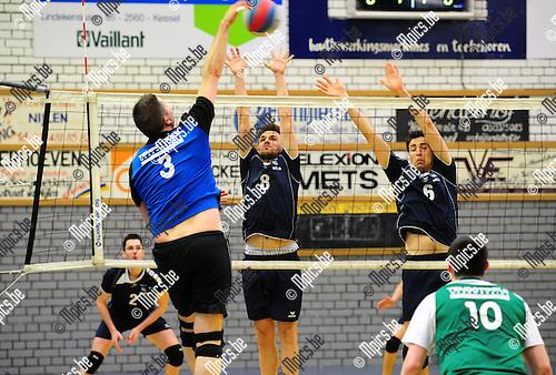 2015-03-08 / Volleybal / Seizoen 2014-2015 / Nijlen - Wezo Westerlo / Hermans (Nijlen) tegenover Testelmans (l.) en Van Hirtum<br /><br />Foto: Mpics.be