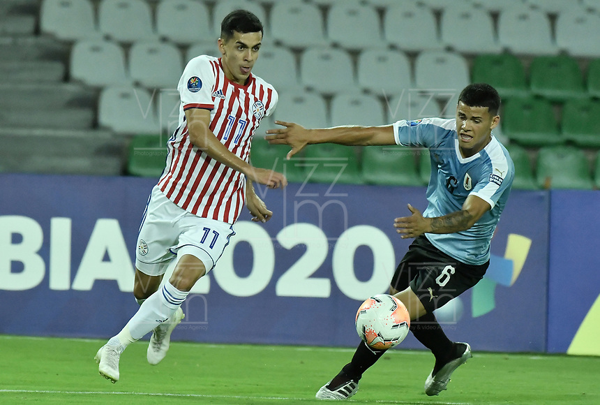 ARMENIA – COLOMBIA, 19-01-2020: Maximiliano Araujo de Uruguay disputa el balón con Jesus Medina de Paraguay durante partido entre Uruguay y Paraguay por la fecha 1, grupo B, del CONMEBOL Preolímpico Colombia 2020 jugado en el estadio Centenario de Armenia, Colombia. /  Maximiliano Araujo of Uruguay fights the ball with Jesus Medina of Paraguay during the match between Colombia and Paraguay for the date 1, group B, for the CONMEBOL Pre-Olympic Tournament Colombia 2020 played at Centenario stadium in Armenia, Colombia. Photos: VizzorImage / Gabriel Aponte / Staff