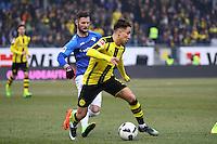 Emre Mor (Borussia Dortmund) gegen Marcel Heller (SV Darmstadt 98)- 11.02.2017: SV Darmstadt 98 vs. Borussia Dortmund, Johnny Heimes Stadion am Boellenfalltor