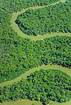 Vista a&eacute;rea das curvas do Rio Kuluene em meio a Floresta Amaz&ocirc;nica | Aerial view of the Kuluene River curves amid the Amazon Rainforest<br /> <br /> LOCAL: Quer&ecirc;ncia, Mato Grosso, Brasil <br /> DATE: 07/2009 <br /> &copy;Pal&ecirc; Zuppani