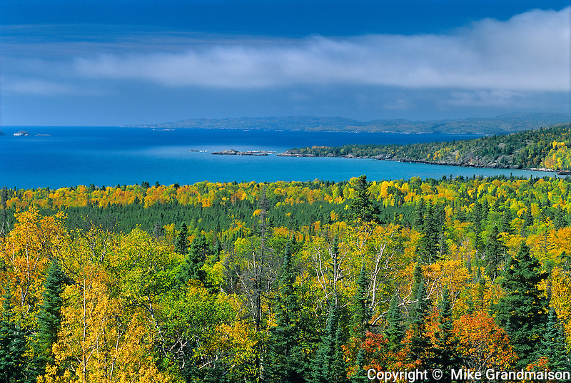 North Shore of Lake Superior in autumn<br /> North Shore of Lake Superior<br /> Ontario<br /> Canada