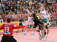 Handball 1. Bundesliga  2012/2013  in der Paul Horn Arena Tuebingen 15.09.2012 TV Neuhausen - Frisch Auf Goeppingen Philipp Seitle (Mitte, TV Neuhausen) gegen Dragos Oprea (re, Frisch Auf)