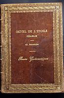 Europe/France/89/Yonne/Chablis: Le Livre d'Or de l'Hotel Bergeraud avec des signatures célèbres