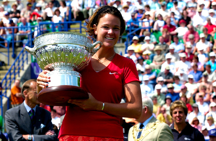 Photo. Rene Solari..23/6/01  .Eastbourne Day 6 - Finals.  Lindsay Davenport overjoyed about  beating Magui Serna to win the trophy..