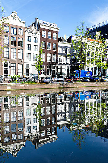 Amsterdam is leaning buildings.