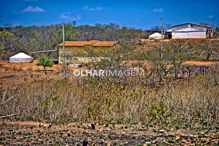 Casas com cisternas no sertao de Catingueira. Paraiba. 2015. Foto de Sergio Amaral.