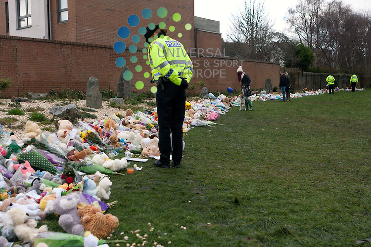 Members of the public and police lay flowers and candles in Ferry Gait Crescent. Mikaeel Kular who has been found death in Kircardy last Friday 17th January: Pako Mera/Universal News And Sport (Europe) 20/01/2014