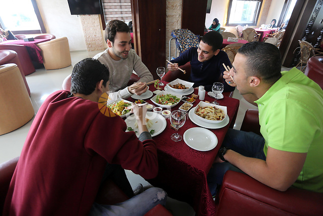 Palestinians use Hachi to eat Chinese food at restaurant in Gaza city on Dec. 13, 2015. Photo by Mohammed Asad