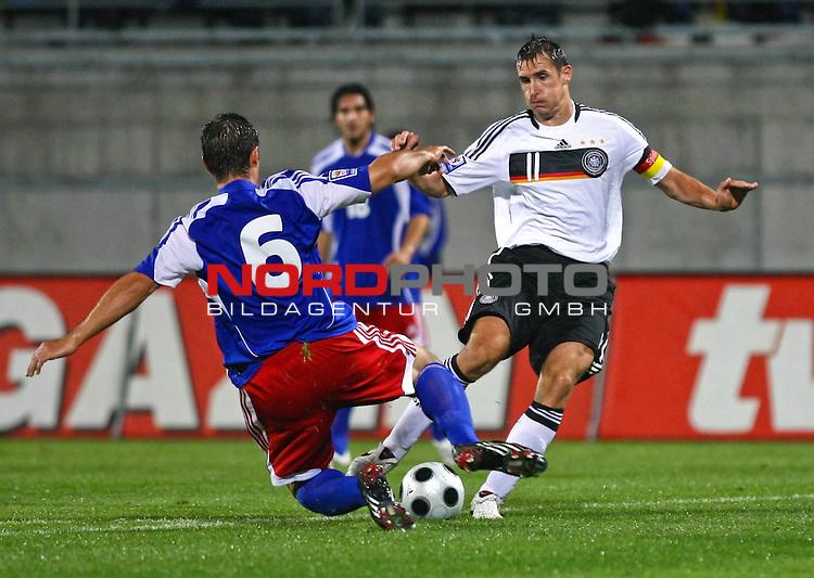 WM-Qualifikation 2010<br /> Lichtenstein : Deutschland<br /> <br /> Miroslav Klose (Deutschland #11) gegen Martin Stocklasa (Lichtenstein #6)<br /> <br /> Foto &copy; nph (  nordphoto  )