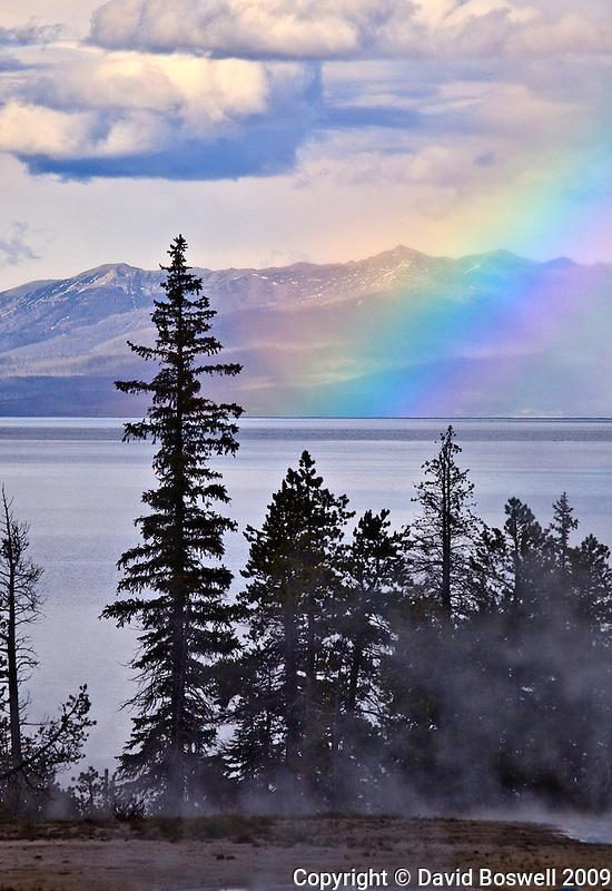 A rainbow over Yellowstone Lake teken from the West Thumb Geyser Basin