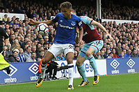 Dominic Calvert-Lewin of Everton and Stephen Ward of Burnley during the Premier League match between Everton and Burnley at Goodison Park on October 1st 2017 in Liverpool, England.<br /> Calcio Everton - Burnley Premier League <br /> Foto Phcimages/Panoramic/insidefoto