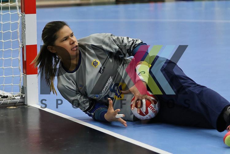 Kolding (DK), 010.12.15, Sport, Handball, 22th Women's Handball World Championship, Vorrunde, Gruppe C, Argentinien-Brasilien : Jubel nach gehaltenen Ball bei Mayssa Pessoa (Brasilien, #16)<br /> <br /> Foto &copy; PIX-Sportfotos *** Foto ist honorarpflichtig! *** Auf Anfrage in hoeherer Qualitaet/Aufloesung. Belegexemplar erbeten. Veroeffentlichung ausschliesslich fuer journalistisch-publizistische Zwecke. For editorial use only.