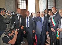 NAPOLI CONFERIMENTO DELLA CITTADINANZA ONORARIA AL PRESIDENTE DELL'AUTORITA PALESTINESE.NELLA FOTO ABU MAZEN CON  LUIGI DE  DE MAGISTRIS.FOTO CIRO DE LUCA Palestinian Authority President, Mahmoud Abbas  awarded honorary citizenship by Mayor of Naples, Luigi de Magistris  , during a ceremony in Naples