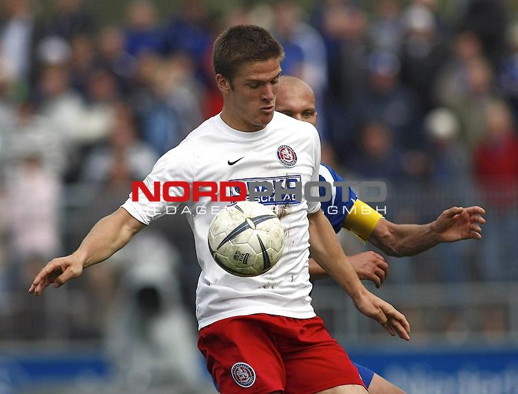 RLN 2007/2008 6. Spieltag Hinrunde<br /> BSV Kickers Emden - Wuppertaler SV Borussia<br /> <br /> Giovanni Cannata  (Wuppertal#18) - dahinter Rudolf Zedi (Emden#2)<br /> <br /> Foto &copy; nph (  nordphoto  )<br /> <br /> <br /> <br />  *** Local Caption ***