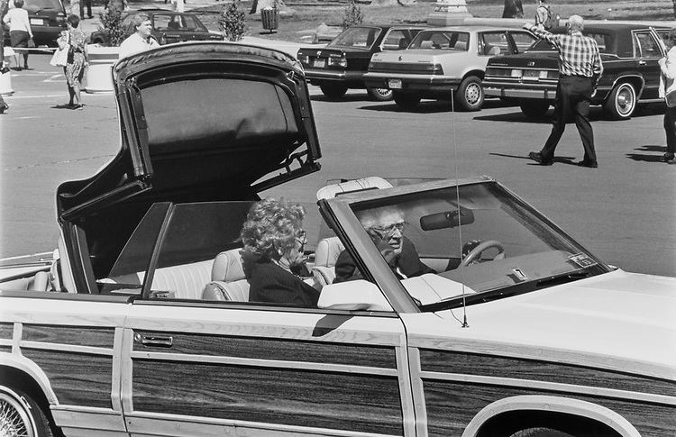 Sen. Howard Metzenbaum, D-Ohio with wife Shirley Turoff putting top down in their Crystler convertible on April 11, 1991. (Photo by Laura Patterson/CQ Roll Call)
