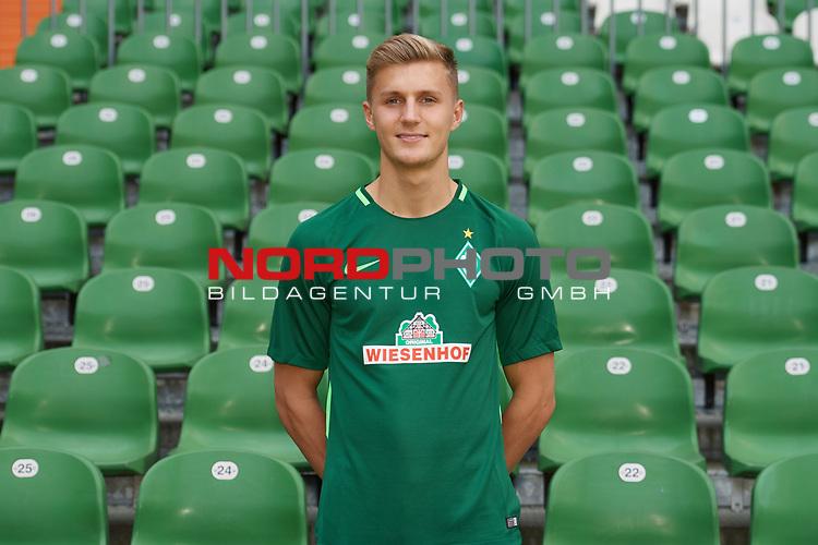 Fu&szlig;ball, GER, /3.Liga, Portr&auml;ttermin 2017/2018,<br /> <br /> Dennis Rosin (SV Werder Bremen U23 #6)<br /> <br /> Foto &copy; nordphoto / Kokenge