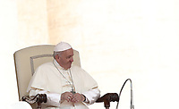 Papa Francesco tiene l'udienza generale del mercoledi' in Piazza San Pietro, Citta' del Vaticano, 30 maggio, 2018.<br /> Pope Francis leads his weekly general audience in St. Peter's Square at the Vatican, on May 30, 2018.<br /> UPDATE IMAGES PRESS/Isabella Bonotto<br /> STRICTLY ONLY FOR EDITORIAL USE