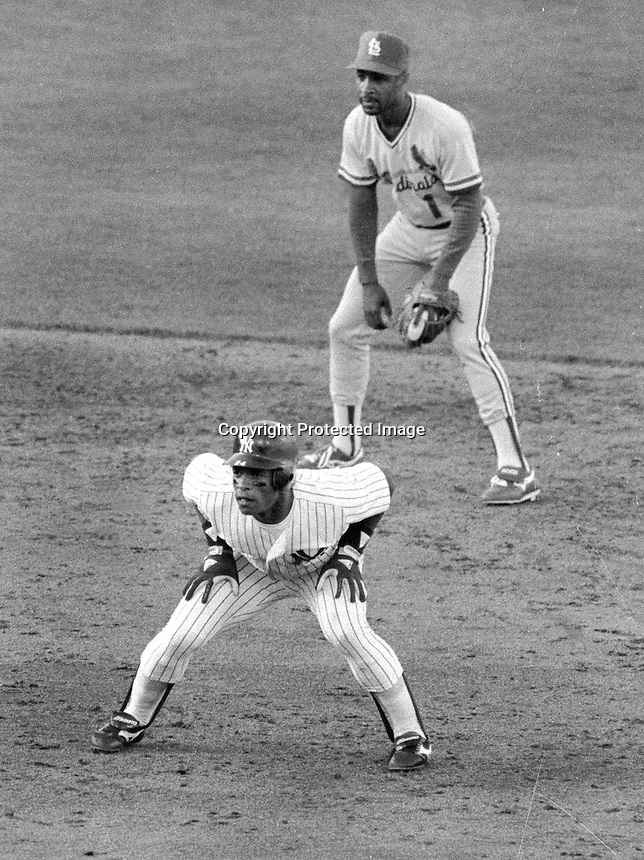 Yankee clad Rickey Henderson leading off with St. Louis Cardinals Ozzie Smith behing during the 1987 MLB All-Sstar game in Oakland. (photo/Ron Riesterer)