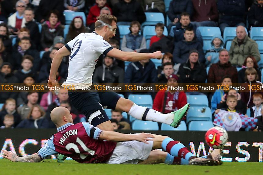 Harry Kane of Tottenham Hotspur scores the opening goal during Aston Villa vs Tottenham Hotspur, Barclays Premier League Football at Villa Park on 13th March 2016