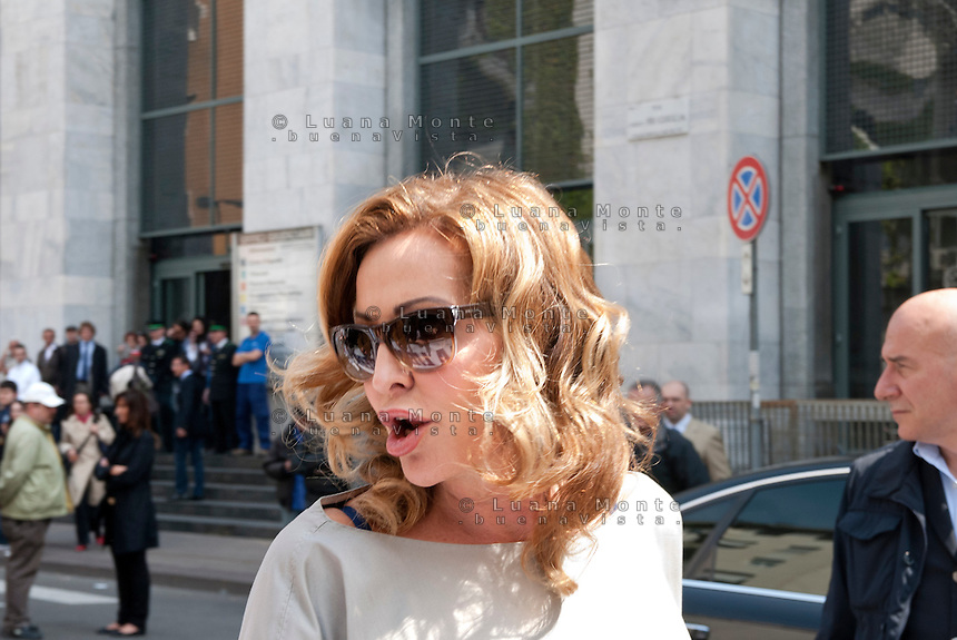 Daniela Santanch&egrave; davanti al tribunale in sostegno di Berlusconi. Processo Mediatrade. Milano, 2 maggio, 2011...<br /> Daniela Santanch&egrave; in front of the lawcort, supports Berlusconi. Mediatrade Trail. Milan, May 2, 2011.