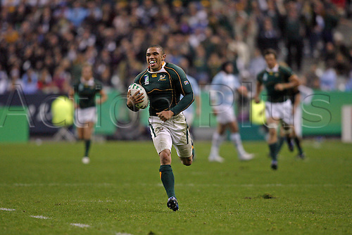 14.10.2007: South Africa wing Bryan Habana runs in his second half try during the IRB Rugby World Cup semi-final game between South Africa and Argentina played at Stade de France, Paris. South Africa won the game 37-13.