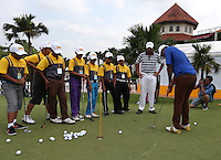 Arjun Atwal (IND) gives a masterclass on putting during the Junior Clinic ahead of the 2014 Maybank Malaysian Open at the Kuala Lumpur Golf & Country Club, Kuala Lumpur, Malaysia. Picture:  David Lloyd / www.golffile.ie
