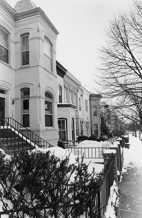 Property for sale, 100 BLK of D ST SE., in January 1996. (Photo by Maureen Keating/CQ Roll Call via Getty Images)