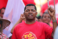 MACEIÓ, ALAGOAS, 31.03.2016 - PROTESTO-AL - Integrantes do movimento Frente Brasil Livre realizam protesto favorável ao governo Dilma, nas ruas do centro de Maceió, nesta quinta-feira, 31. (Foto: Alisson Frazão/Brazil Photo Press)