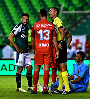 PALMIRA - COLOMBIA, 06-10-2018: David Rodríguez (Der.), arbitro, durante partido de la fecha 13 entre Deportivo Cali y Patriotas F. C., por la Liga Aguila II 2018, jugado en el estadio Deportivo Cali (Palmaseca) de la ciudad de Cali. / David Rodríguez (R), during a match of the date 13th between Deportivo Cali and Patriotas F. C., for the Liga Aguila II 2018 at the Deportivo Cali (Palmaseca) stadium in Cali city. Photo: VizzorImage  / Nelson Ríos / Cont.