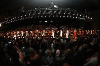 SAO PAULO, SP, 30 OUTUBRO 2012 - SAO PAULO FASHION WEEK - DESFILE UMA RAQUEL DAVIDOWICK - Modelo durante desfile da grife Uma Raquel Davidowicz na Temporada Inverno 2013 da Sao Paulo Fashion Week, no Parque Villa Lobos na regiao sul da capital paulista, nesta terca-feira, 29. (FOTO: MAURICIO CAMARGO / BRAZIL PHOTO PRESS).