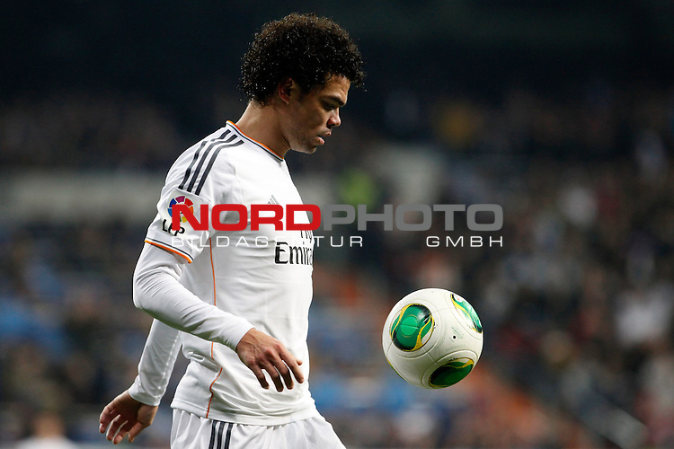 Real Madrid¬¥s Pepe during a Copa del Rey soccer match between Real Madrid and Olimpic de Xativa at Santiago Bernabeu Stadium in Madrid. December 18, 2013. Foto © nordphoto / Caro Marin) *** Local Caption ***
