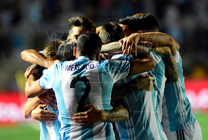 SAN JUAN- ARGENTINA-15-11-2016: Los jugadores de Argentina, celebran el gol anotado a Colombia, durante partido entre los seleccionados de Argentina y Colombia por la fecha 12 válido por la clasificación a la Copa Mundo FIFA Rusia 2018, jugado en el Estadio San Juan del Bicentenario de la ciudad de San Juan. /  The players of Argentina, celebrate a scored goal to Colombia, during match between Argentina and Colombia for the date 12 valid for the  FIFA World Cup Russia 2018, Qualifier played at San Juan del Bicentenario Stadium in San Juan city. Photo: VizzorImage / Mario Garcia /Photogamma / Cont.