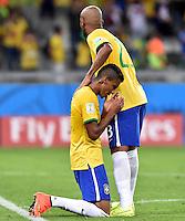 FUSSBALL WM 2014                HALBFINALE Brasilien - Deutschland          08.07.2014 Maicon (re) und Luiz Gustavo (li, beide Brasilien) sind nach dem Abpfiff enttaeuscht