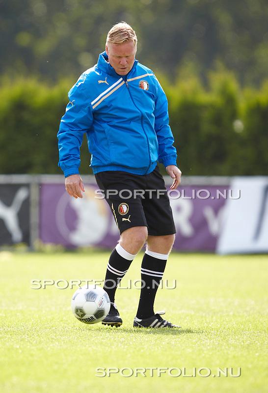 Nederland, Rotterdam, 25 juli 2011 .Ronald Koeman, de nieuwe trainer van Feyenoord, in actie tijdens zijn eerste training