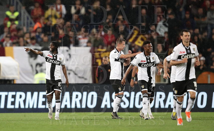 Football, Serie A: AS Roma - Parma, Olympic stadium, Rome, May 26, 2019. <br /> Parma's Kouassi Jervais Gervinho (l) celebrates after scoring with his teammates during the Italian Serie A football match between Roma and Parma at Olympic stadium in Rome, on May 26, 2019.<br /> UPDATE IMAGES PRESS/Isabella Bonotto