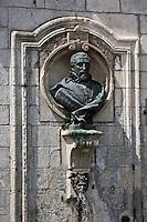 Europe/France/Aquitaine/24/Dordogne/Brantome: <br /> L'abbaye Saint-Pierre de Brantôme est une ancienne abbaye bénédictine  - la Fontaine Médicis<br /> Buste de l'Abbé Pierre de Bourdeille, mieux connu sous son nom de: Brantôme, homme d'épée, Abbé commendataire de 1558 à 1614, chroniqueur , auteur entre autres des célèbres Dames Galantes, sauva sa ville des guerres de religion.<br /> Son buste a été inauguré en 1895 sur cette fontaine du XVII ème siècle