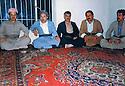 Iraq 1991 .During the exodus,after the uprising of the Kurds against Baghdad, between Rowanduz and Mergasur, from left to right, Masoud Barzani, Dr. Mahmoud Osman, Shirwan, Seid Kader and Mohsen Osman .Irak 1991 .L'exode, apres le soulevement des Kurdes contre Bagdad, entre Rowanduz et Mergassour, de gauche a droite, Masoud Barzani, Dr. Mahmoud Osman, Shirwan, Seid kader et Mohsen Osman
