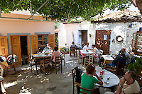 Greece, Aegean Islands, Southern Sporades, Island Samos, Manolates: Traditional Taverna in centre of village | Griechenland, Aegaeis, Suedliche Sporaden, Insel Samos, Bergdorf Manolates: Taverne im Dorfzentrum