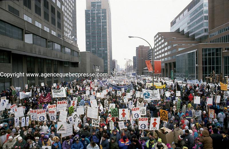 Manifestation<br />  de syndiqu&eacute;s en 1993