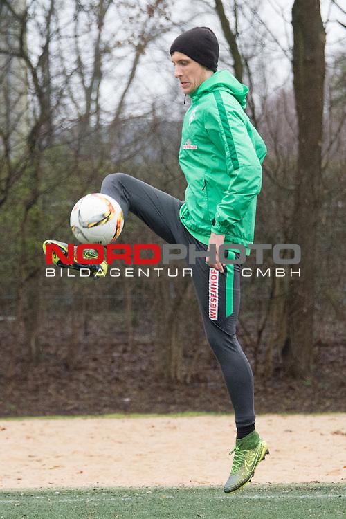 25.03.2016, Trainingsgelaende, Bremen, GER, 1.FBL, Training Werder Bremen<br /> <br /> im Bild<br /> Maximilian Eggestein (Bremen #35), <br /> <br /> Foto &copy; nordphoto / Ewert