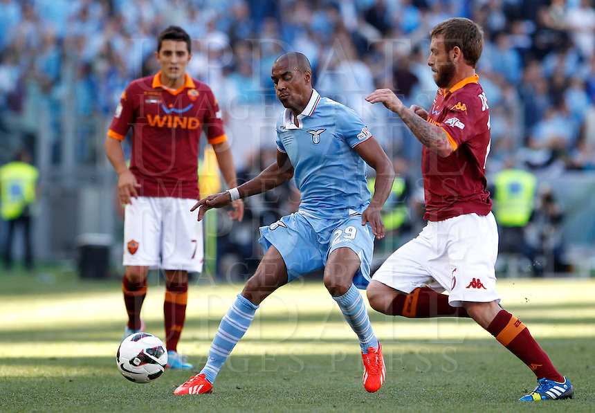 Calcio, finale di Coppa Italia: Roma vs Lazio. Roma, stadio Olimpico, 26 maggio 2013..Lazio defender Abdoulay Konko, of France, is challenged by AS Roma midfielder Daniele De Rossi, right, during the Italian Cup football final match between AS Roma and Lazio at Rome's Olympic stadium, 26 May 2013..UPDATE IMAGES PRESS/Isabella Bonotto....