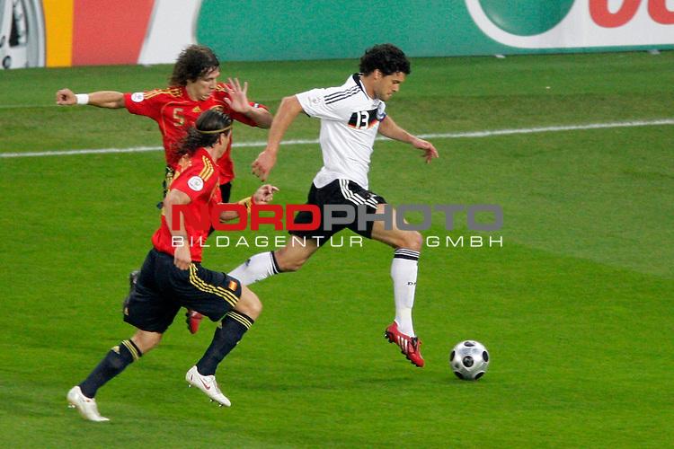 UEFA Euro 2008  Finale<br /> <br /> Vienna - Ernst Happel Match 32<br /> Deutschland ( GER ) - Spanien ( ESP )<br /> <br /> Puyol  ( Spain / Verteidiger / Defender  /  FC Barcelona #05 )  Sergio Ramos  ( Spain / Verteidiger / Defender  /  Real Madrid #15 ) Michael Ballack (Germany / Mittelfeldspieler / Midfielder /  Chelsea London #13)<br /> <br /> Foto &copy; nph (  nordphoto  )<br /> <br /> <br /> <br />  *** Local Caption ***