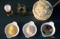 """Europe/France/Alsace/67/Bas-Rhin/Blaesheim: Les ingrédients de la choucroute de Philippe Schadt du restaurant """"Chez Philippe"""" - Verre de bière, verre de vin blanc de Riesling, chou cuit, raifort, saindoux, condiments et baies de genièvre"""